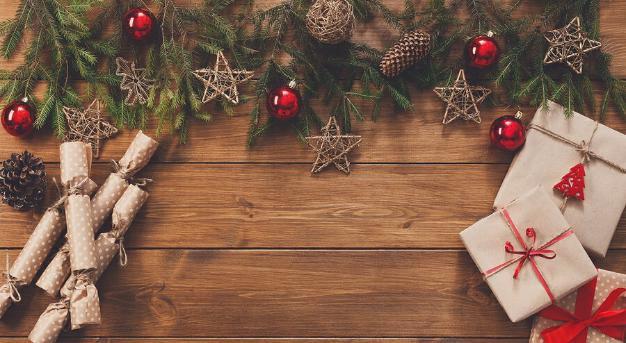 15 Items That Every Genealogist Would Love Under Their Christmas Tree!